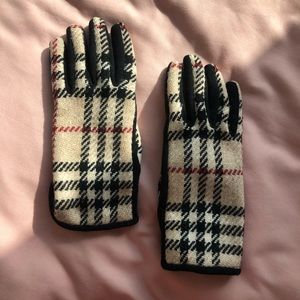 NWOT Burberry Wool Gloves